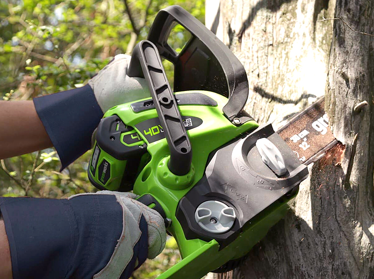 best battery powered chainsaw.